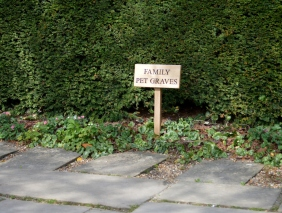 Chartwell pet graves
